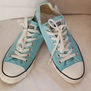 Womans 9 baby blue converse